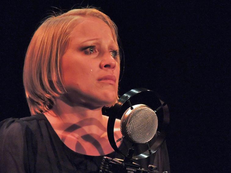 Lohninghof Evelyn Ruzicka singt Edith Piaf